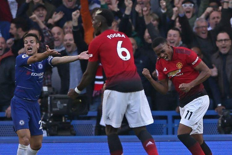 Penyerang Manchester United, Anthony Martial (kanan), merayakan gol yang dicetak ke gawang Chelsea dalam laga Liga Inggris di Stadion Stamford Bridge, London, Inggris pada 20 Oktober 2018.