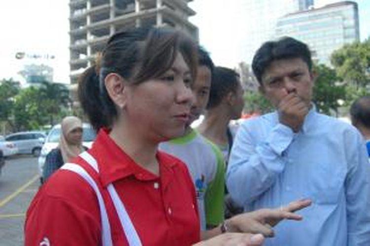 Mantan pebulu tangkis Indonesia, Susy Susanti, memberikan keterangan pers usai acara arak-arakan juara dunia di Sarinah, Thamrin, Minggu (18/8/2013).