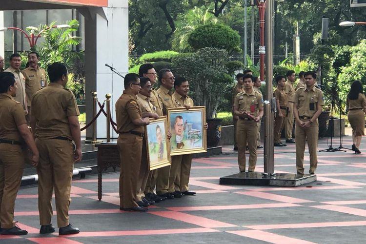 Menteri Dalam Negeri Tjahjo Kumolo mengangkat Akmal Malik sebagai pelaksana tugas (Plt) Direktur Jenderal Otonomi Daerah dan Suhajar Diantoro sebagai Plt Sekretaris Badan Nasional Pengelola Perbatasan (BNPP), saat upacara di Kantor Kemendagri, Jakarta Pusat, Senin (4/3/2019).
