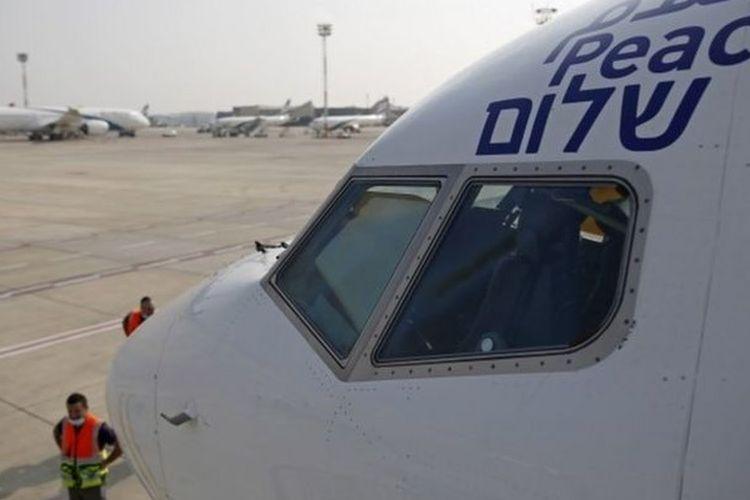Pesawat El Al ditandai kata damai dalam bahasa Arab, Inggris, dan Ibrani