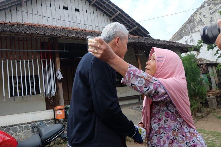 Detik-detik saat Ganjar bertemu dengan Mbah Siti.