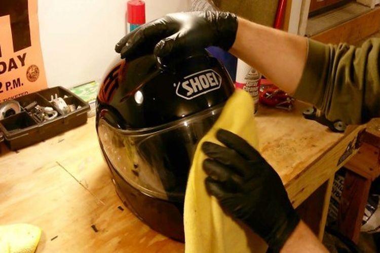 Cuci visor helm
