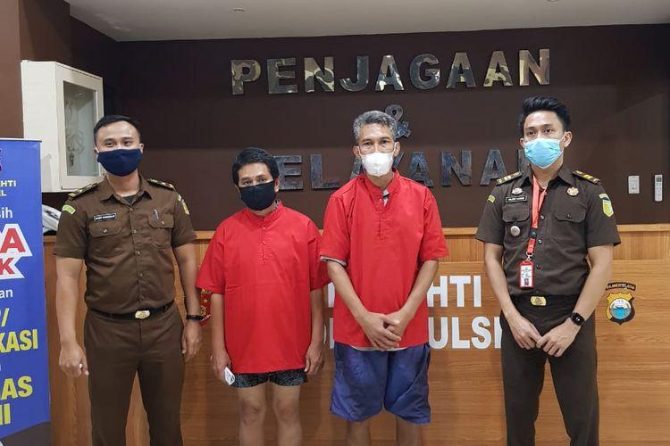 Baju merah merupakan dua tersangka dugaan korupsi pekerjaan rehabilitasi ruang belajar Sekolah Dasar (SD) Dinas Pendidikan Bantaeng tahun 2017. Dok Azhar.