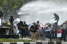 Demo di Gedung DPRD Jabar Ricuh, Massa Lempar Batu hingga Petasan