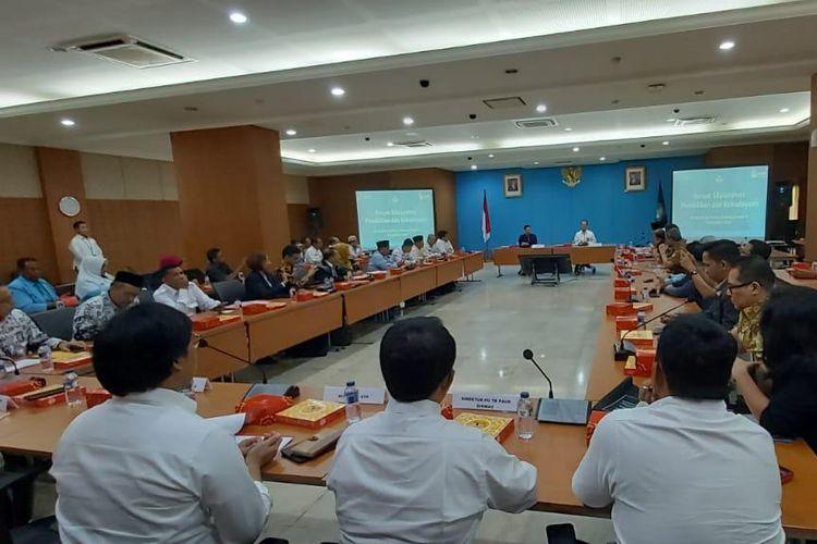 Ikatan Guru Indonesia (IGI) beserta organisasi dan komunitas guru bertemu dengan Menteri Pendidikan dan Kebudayaan, Nadiem Makarim di Kantor Kementerian Pendidikan dan Kebudayaan, Jakarta, Senin (7/11/2019). IGI menyampaikan 10 usulan untuk meningkatkan kualitas pendidikan di sekolah dan guru.