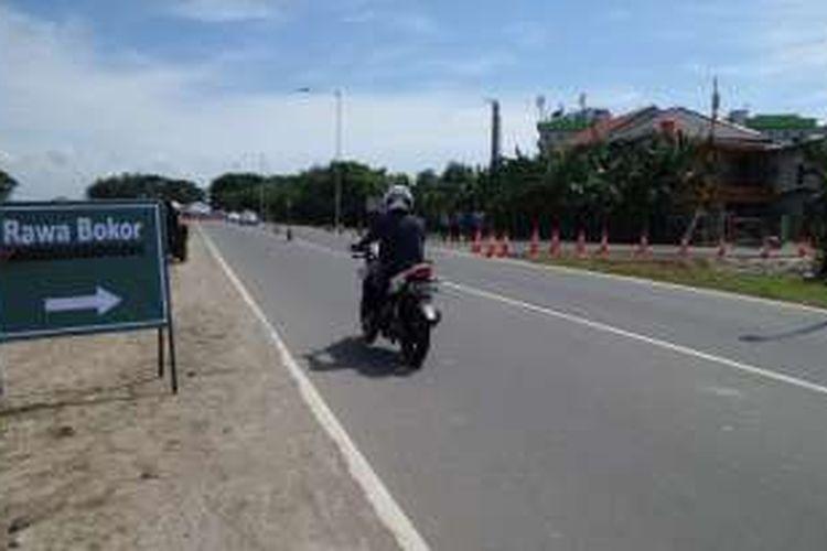Akses menuju Rawa Bokor dari Jalan Perimeter Selatan Bandara Soekarno-Hatta yang baru dibuka oleh manajemen bandara, Rabu (4/5/2016). Jalan yang dinamakan Pos 2 ini dinilai memudahkan pengendara dari Bandara Soekarno-Hatta yang akan menuju ke Rawa Bokor, Benda, dan Dadap.