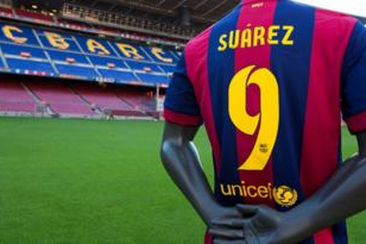 Luis Suarez akan mengenakan nomor punggung sembilan di Barcelona.