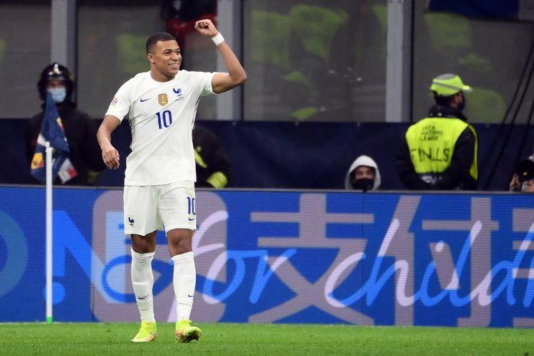 Penyerang timnas Perancis Kylian Mbappe merayakan gol yang dicetaknya ke gawang Spanyol dalam laga final UEFA Nations League 2020-2021 di Stadion San Siro, Milan, Italia, Senin (11/10/2021) dini hari WIB.