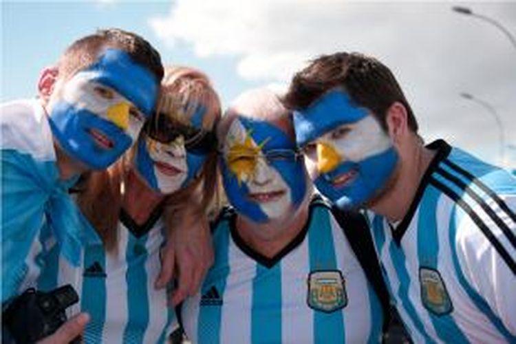 Fans Argentina menjelang final Piala Dunia 2014 antara Jerman dan Argentina di Stadion Maracana, io de Janeiro, Brazil, Minggu (13/7/2014).