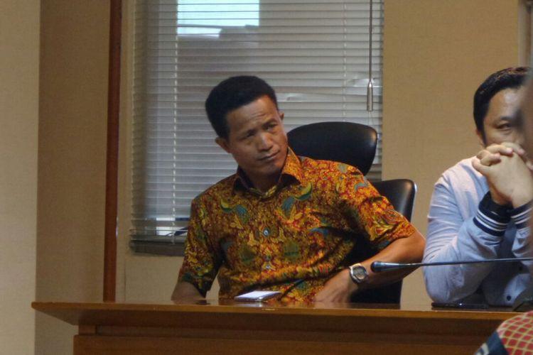 Peneliti Forum Masyarakat Peduli Parlemen Indonesia (Formappi) Lucius Karus di Kompleks Parlemen, Senayan, Jakarta, Senin (3/4/2017).