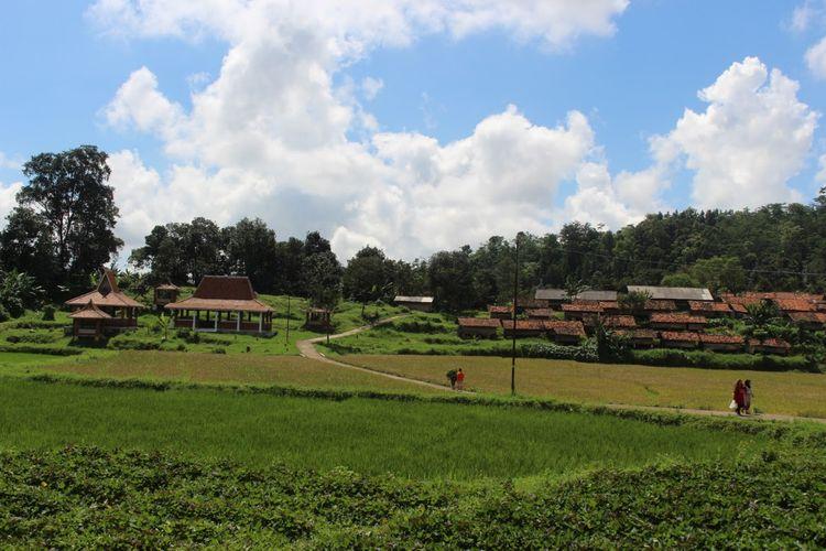 Panorama Desa Wisata Cibuntu di Kecamatan Pasawahan, Kabupaten Kuningan, Jawa Barat.