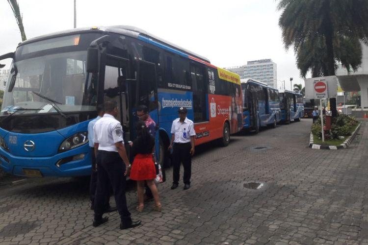 Suasana di Mega City Bekasi, salah satu titik keberangkatan bus menuju Jakarta, Senin (12/3/2018).