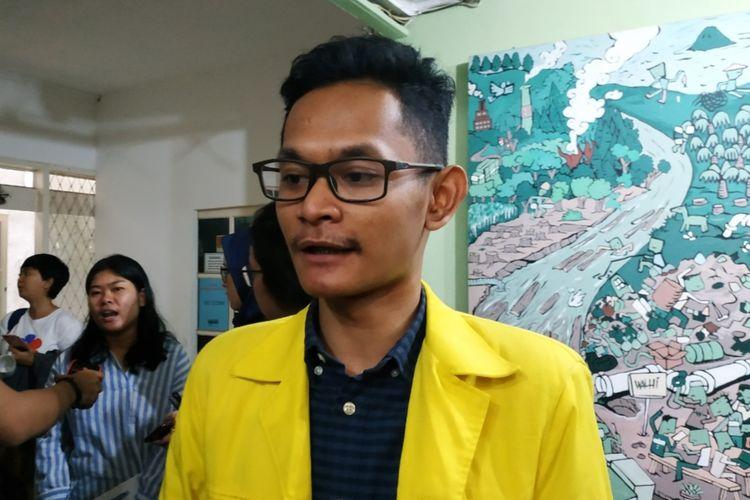 Ketua Badan Eksekutif Mahasiswa Universitas Indonesia (BEM UI) Fajar Adi Nugroho di Kantor WALHI, Jakarta Selatan, Kamis (20/2/2020).