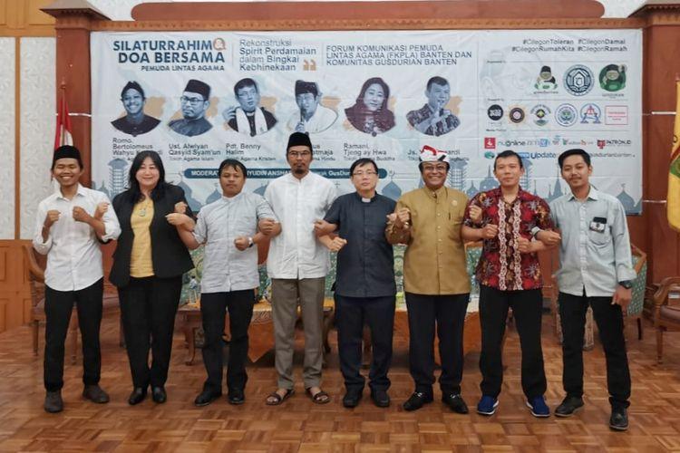 Komunitas GUSDURian Banten menggelar acara silaturahim dan doa bersama pemuda lintas agama di Gedung DPRD Kota Cilegon, Sabtu (2/11/2019).