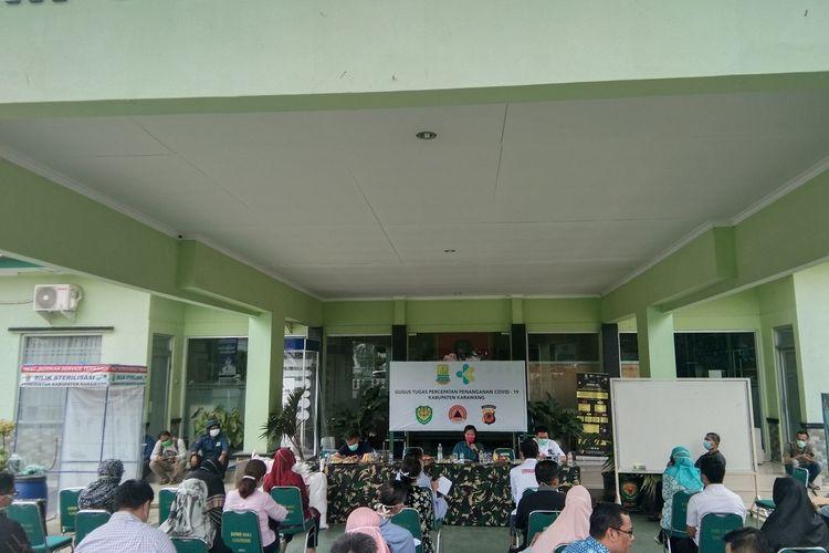 Tim Gugus Tugas Percepatan Penanganan Covid-19 Kabupaten Karawang menggelar rapat dengan perwakilan rumah sakit terkait kesiapan penanganan Covid-19 di Makodim 0604 Karawang, Sabtu (4/4/2020).