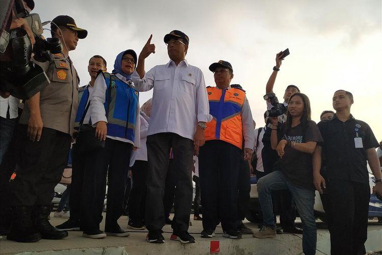 Menteri Perhubungan (Menhub) Budi Karya Sumadi memberikan penjelasan terkait kondisi arus balik Lebaran 2019 ketika mengunjungi Tol Jakarta-Cikampek, Kabupaten Karawang, Provinsi Jawa Barat, Jumat (7/6/2019).