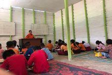 Keluar-masuk Hutan demi Mengajar, Guru di Riau Ini Kini Lega Bisa Punya Motor