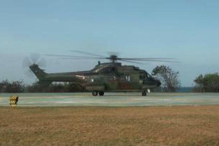 Helicopter TNI AU Super Puma melakukan uji coba Heliped yang akan digunakan tim pengamanan Presiden AS Barrack Obama di BTDC, Nusa Dua, Bali.