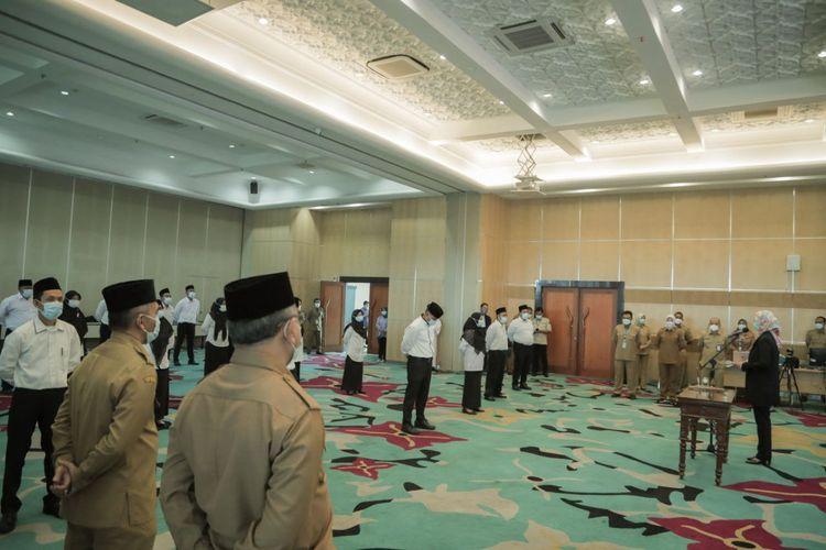 Sejumlah guru honorer di Tangerang Selatan dilantik menjadi Pegawai Pemerintah dengan Perjanjian Kerja (PPPK).