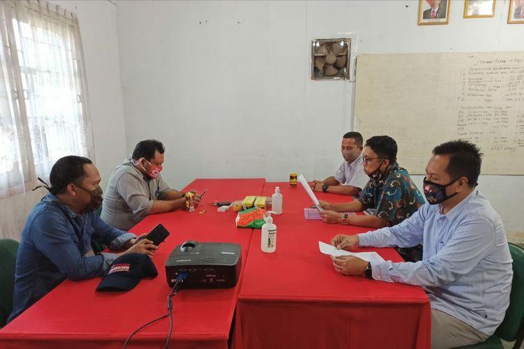 Lima komisioner KPU Nunukan saat melakukan rapat pleno tertutup penetapan Paslon Kada 2020.