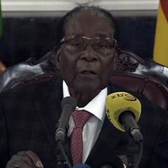 Potongan gambar dalam video pidato Presiden Zimbabwe Robert Mugabe di televisi nasional. Dia memberikan pidato untuk menanggapi pemecatan dirinya oleh partai berkuasa Zanu-PF. (AFP).