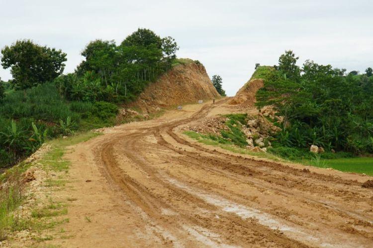 Penanganannya dilakukan melalui program Regional Road Development Project (RRDP) yang didanai oleh Islamic Development Bank (IDB) dengan masa pelaksanaan Agustus 2019-Februari 2023.