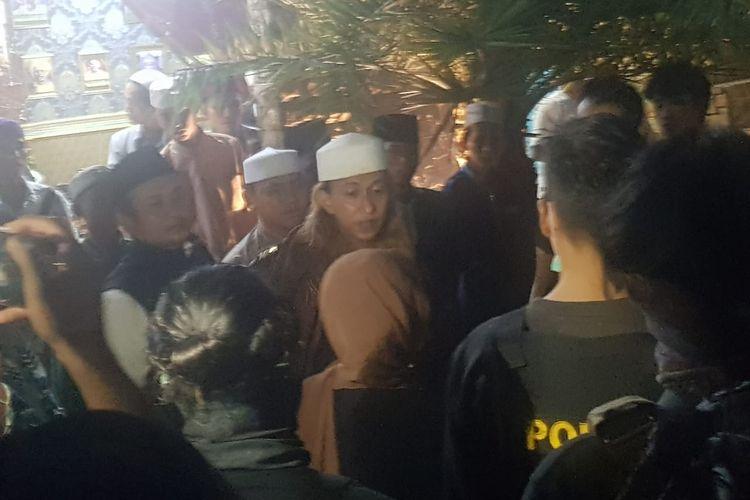 Petugas tim gabungan menjemput terpidana kasus penganiayaan, Bahar bin Smith untuk membawanya ke Lapas Lapas Kelas IIA Gunung Sindur, Selasa (19/5/2020).