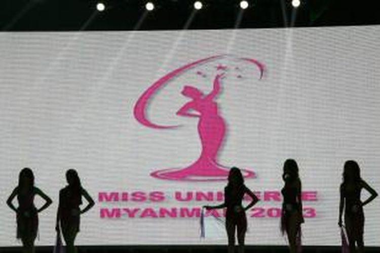 Myanmar, untuk pertama kalinya setelah 50 tahun akan mengikuti kembali ajang Miss Universe. Tahun ini, Miss Universe akan digelar di Rusia pada 9 November 2013. Wakil Myanmar adalah pemenang kontes Miss Myanmar, Moe Set Wine. Gambar diambil pada Kamis (3/10/2013), pada final pemilihan Miss Myanmar.