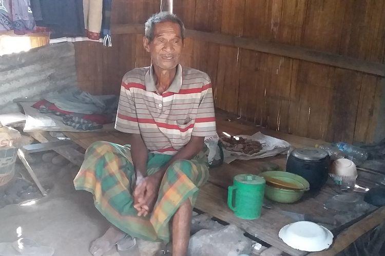 Kakek Germanu saat ditemui Kompas.com, di gubuknya di Desa Koting D, Kecamatan Koting, Kabupaten Sikka, Flores, NTT, Minggu (27/10/2019).