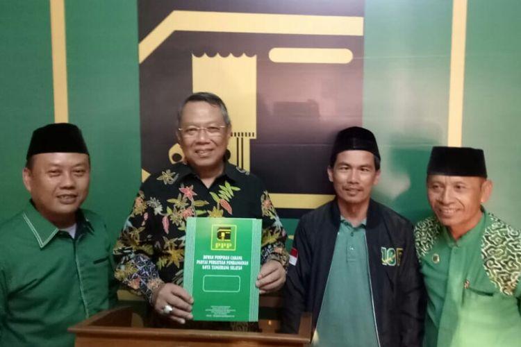 Wakil Wali Kota Tangerang Selatan Benyamin Davnie mendaftarkan diri menjadi bakal calon wali kota Tangerang Selatan ke PPP yang telah membuka penjaringan sejak Rabu (9/10/2019).