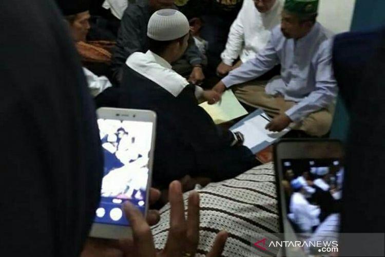 Suasana akad nikah keluarga korban kecelakaan Bus Sriwijaya di Desa Perajen Kabupaten Banyuasin, Sumsel, Rabu (25/12/2019).
