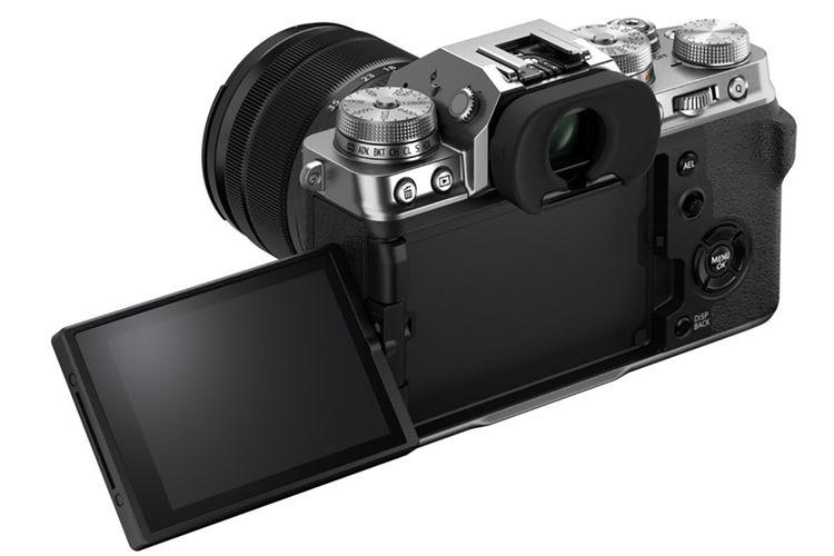 Kamera Fujifilm X-T4 memiliki layar vari-angle yang bisa dibentangkan ke arah samping.