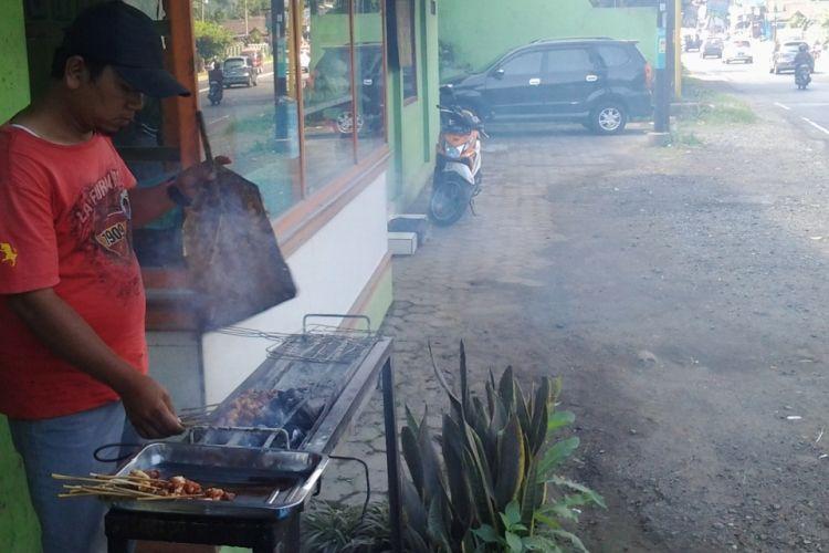 Warung sate kambing muda bapak Masyhudi. KOMPAS.Com /Slamet Priyatin