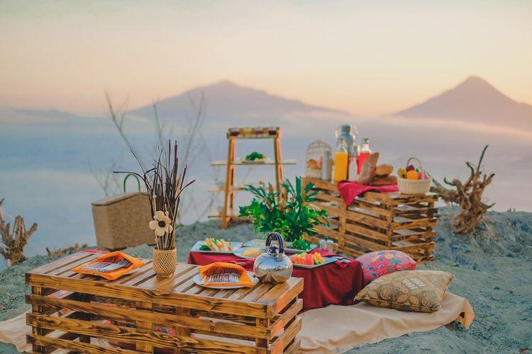 Setup piknik untuk paket Breakfast Alfresco di Mata Langit