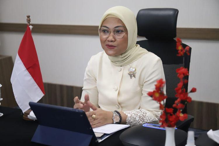Menteri Ketenagakerjaan Ida Fauziyah memberikan sambutan dalam suatu acara yang dihelat secara virtual, Kamis (3/12/2020).