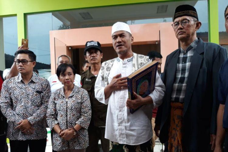 Bakal pasangan calon wali kota dan wakil wali kota Surakarta, Muhammad Ali Naharussurur-Achmad Abu Jazid (Alam) di Kantor KPU Kota Surakarta, Jawa Tengah.