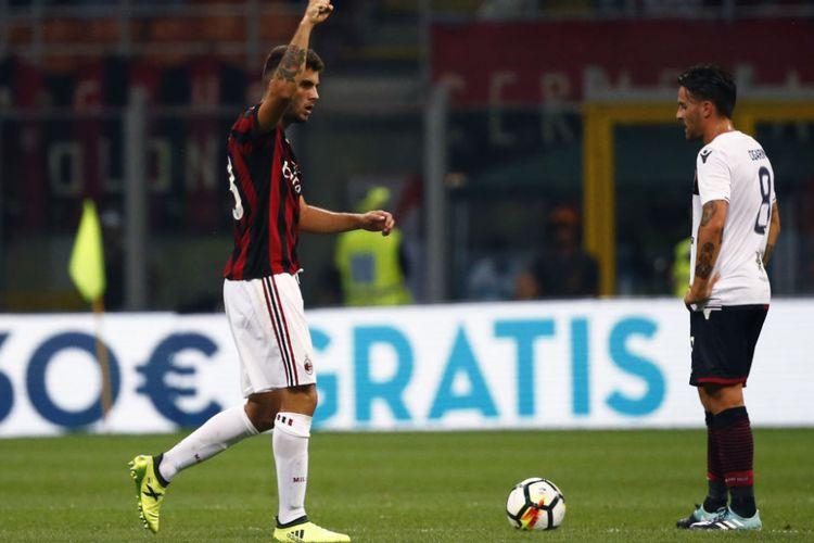Penyerang AC Milan, Patrick Cutrone, merayakan gol ke gawang Cagliari pada pertandingan Serie A di San Siro, Minggu (27/8/2017).