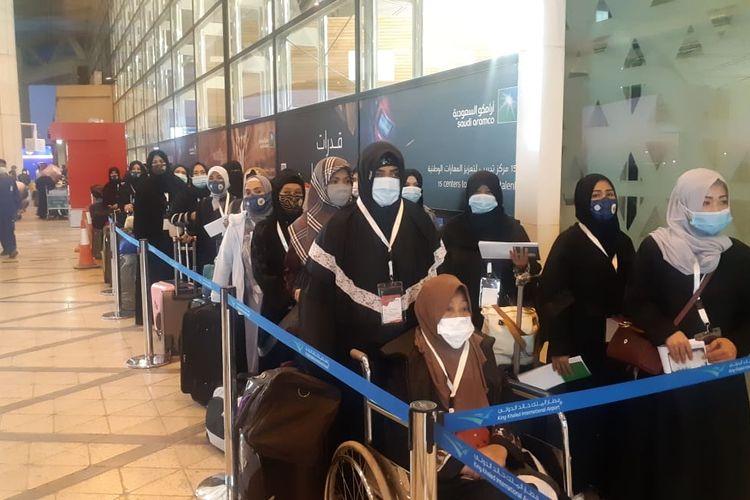 Unipah bersama puluhan Pekerja Migran Indonesia (PMI) yang kurang beruntung di Arab Saudi dipulangkan KBRI Riyadh ke Tanah Air.