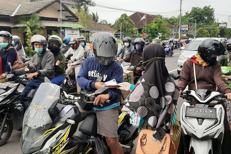 Bawaslu Gunungkidul Melakukan Sosialisasi Pilkada di Kawasan Titik 0 Km Gunungkidul Senin (7/12/2020)