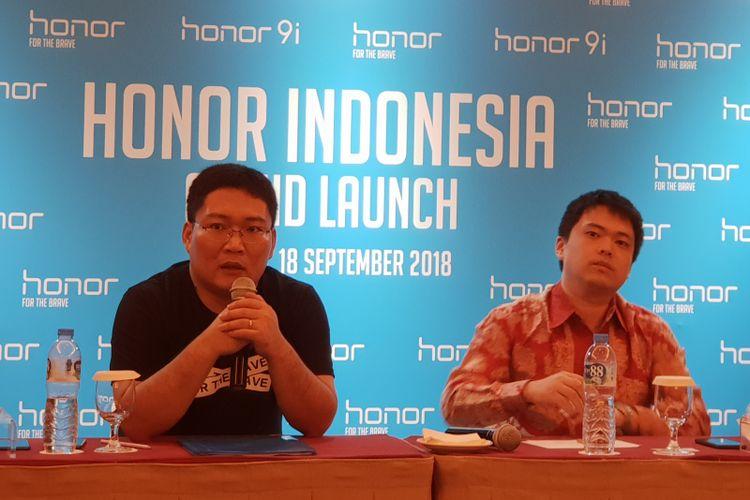 President Honor Indonesia James Yang (kiri) dan Chris Feng, Global CEO Shopee Group dalam jumpa pers setelah acara peluncuran ponsel Honor 9i di Jakarta, Selasa (18/9/2018).