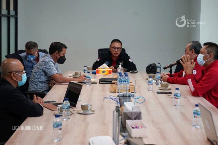 PT Liga Indonesia Baru (PT LIB) menggelar rapat bersama dengan PSSI di kantor PT LIB, Senin (11/1/2021) siang.