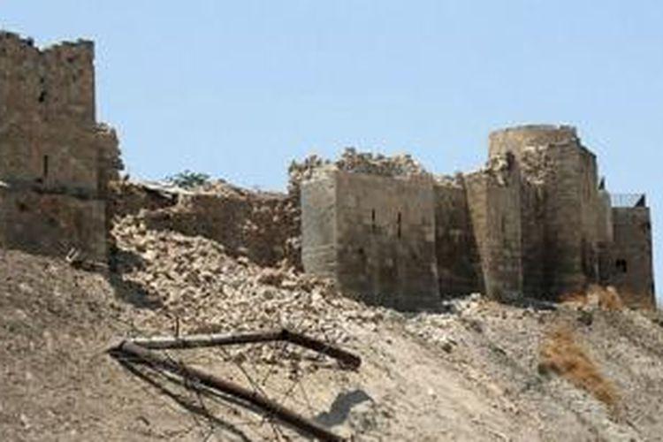 Dinding Benteng Aleppo runtuh karena ledakan di dalam terowongan.