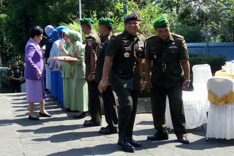 Panglima TNI Gatot Nurmantyo berziarah di Makam Presiden Soeharto di Astana Giribangun, Karanganyar, Jawa Tengah, Selasa (19/9/2017)