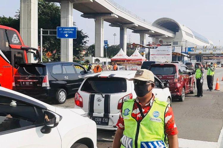 Pengawasan Pembatasan Sosial Berskala Besar (PSBB) di Jalan Tol JORR Seksi S.
