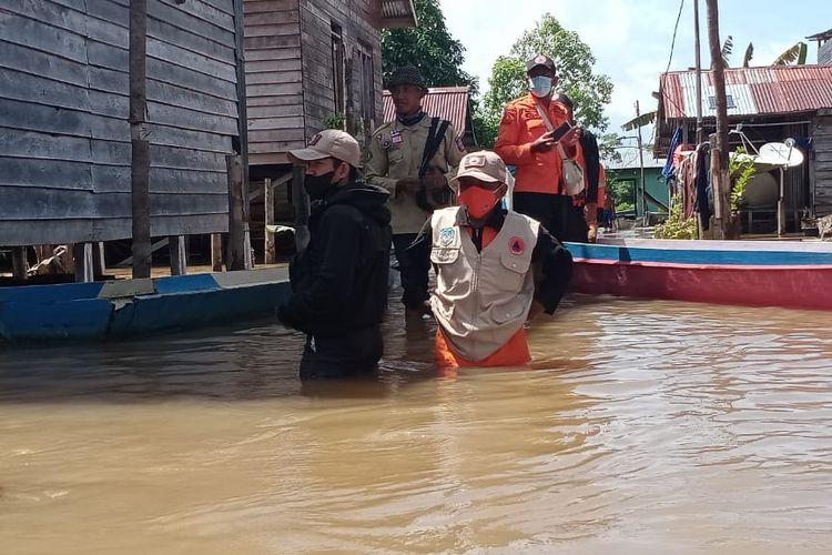 Banjir berangsur surut, dari ketinggian puncak 4,9 meter, kini air turun di 4,2.meter
