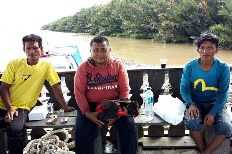 Nahkoda dan 2 ABK KM Das Indah yang selamat setelah kapal yang mengangkut 60 ton kelapa sawit tenggelam di Sungai Sumber Emas, Kabupaten Nunukan, Kalimantan Utara. Sebelum tenggelam, kapal terdampar di Sungai Sumber Emas pada Senin pukul 04.00 Wita. Kapal tenggelam setelah air sungai mengalami pasang.