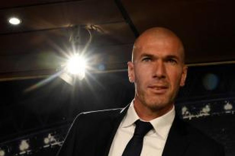 Zinedine Zidane menjalani sesi perkenalan sebagai pelatih baru Real Madrid, 5 Januari 2016.