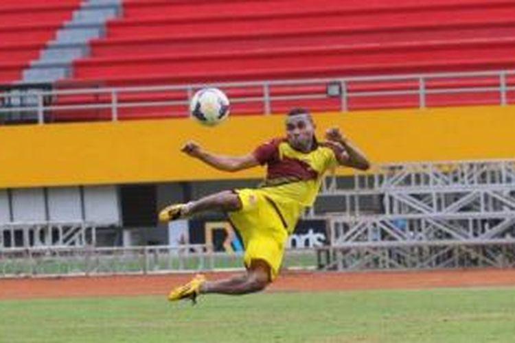 Penyerang Sriwijaya FC, Titus Bona (Tibo).
