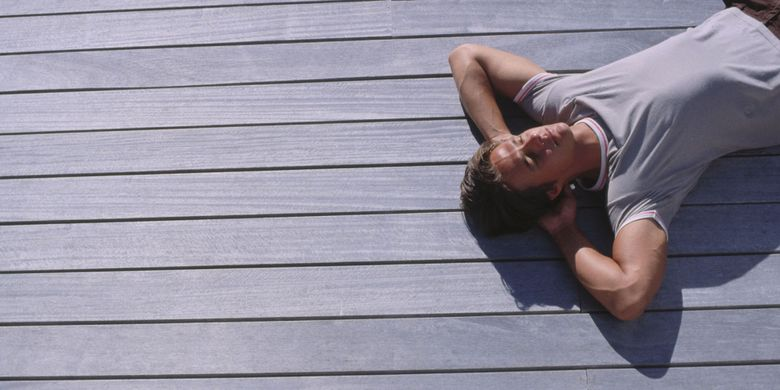 Illustration of sunbathing, an example of radiant heat transfer
