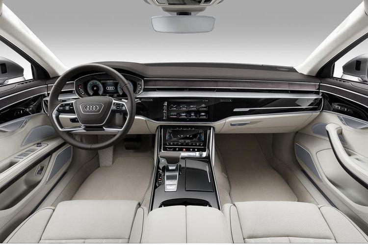 Interior Audi A8 dengan filosofi modern tapi bersih.